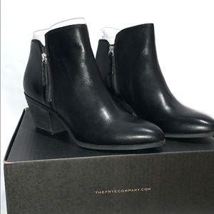 FRYE Judith Zip Booties Leather NWT Size 10